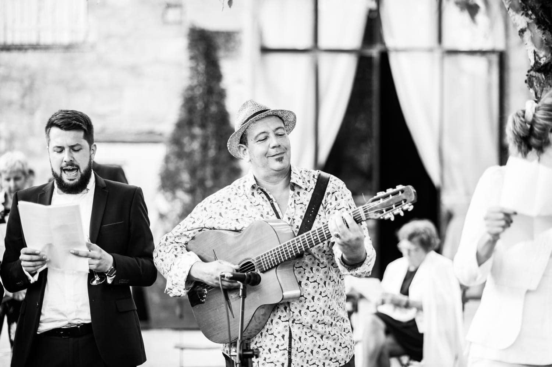 Guitare, vin d'honneur aux Pommerieux