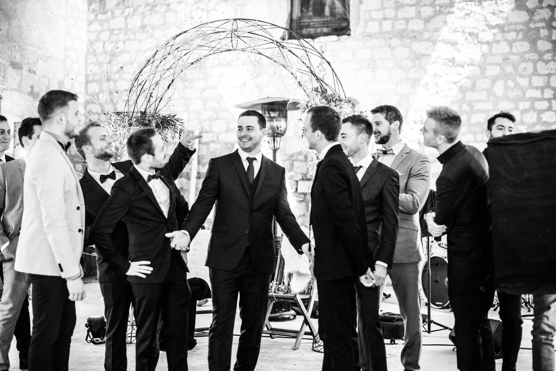 Photo de groupe du marié, vin d'honneur