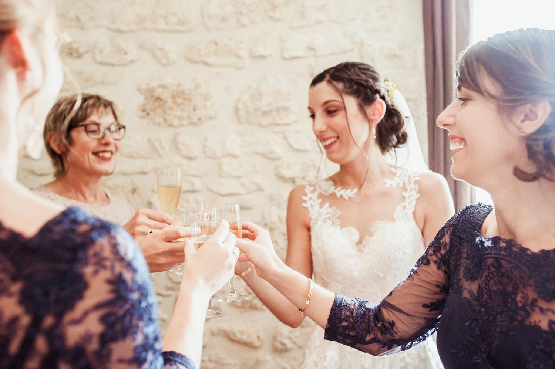 Champagne pendant les préparatifs de la mariée