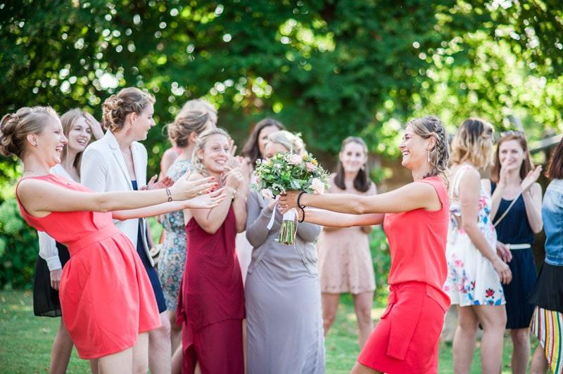 Mariage de Constance & Bastien, lancé du bouquet