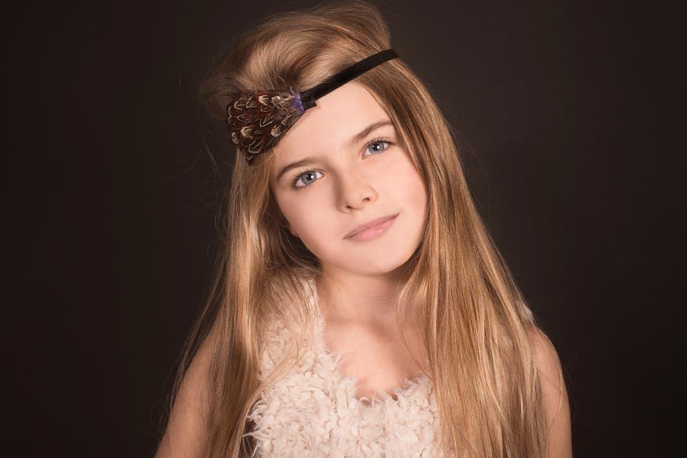 Portrait studio d'une jeune fille