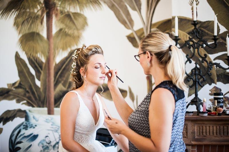 Photo pendant les préparatifs de la mariée